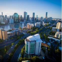 The Point Brisbane Hotel - Deluxe hotel accommodation located in Kangaroo Point with stunning views of Brisbane River and the city featuring a fitness center, a palm-fringed pool and a restaurant offering Australian cuisine.
